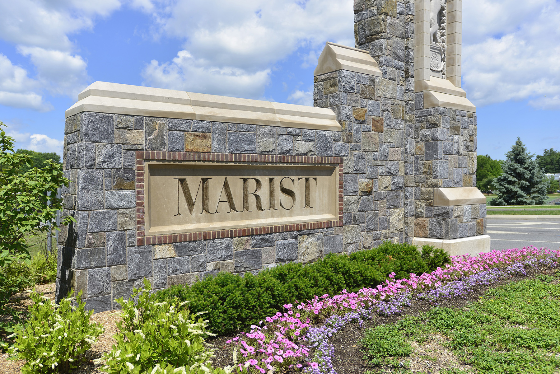 marist college entrance sign
