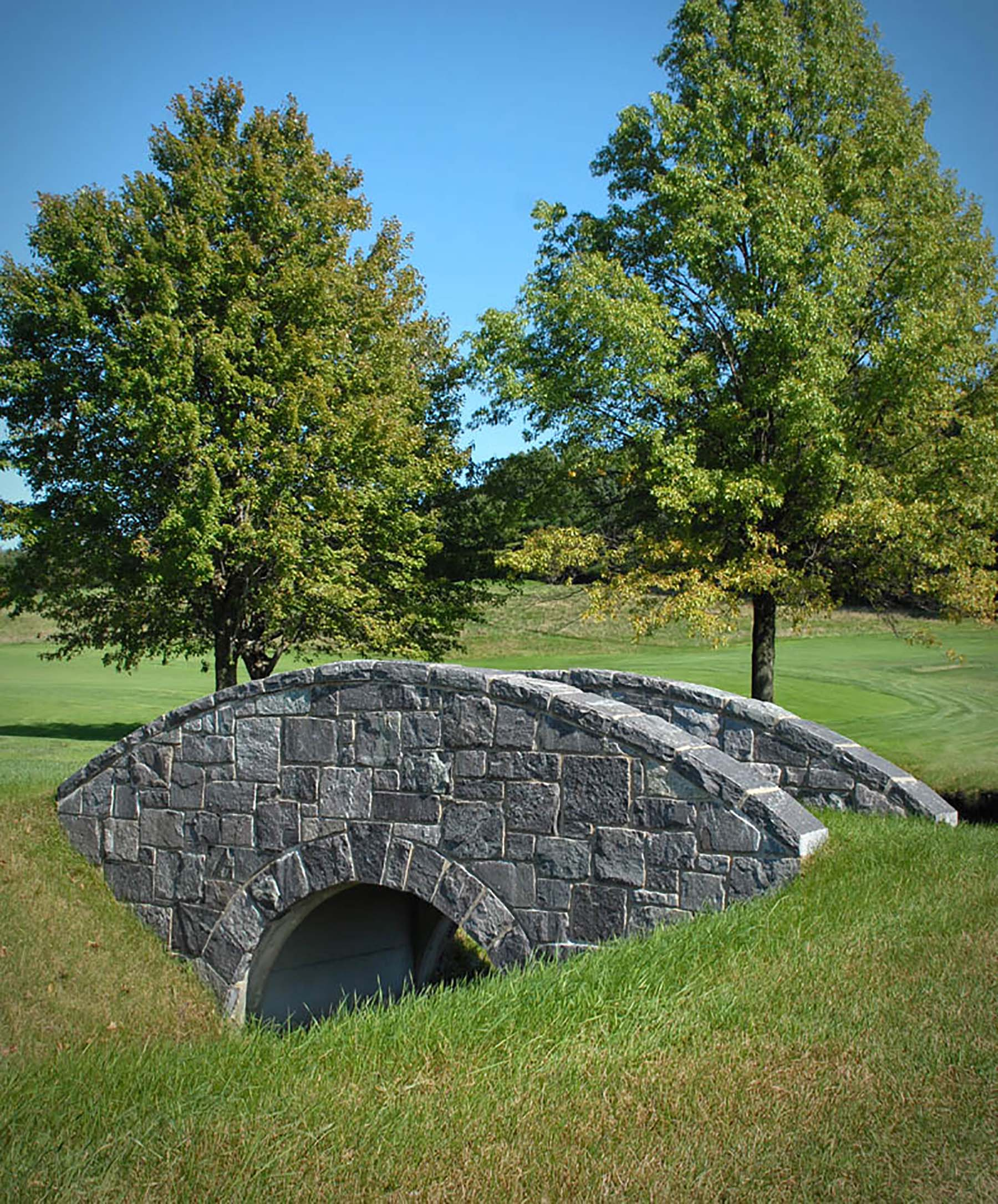corinthian granite natural stone bridge in park