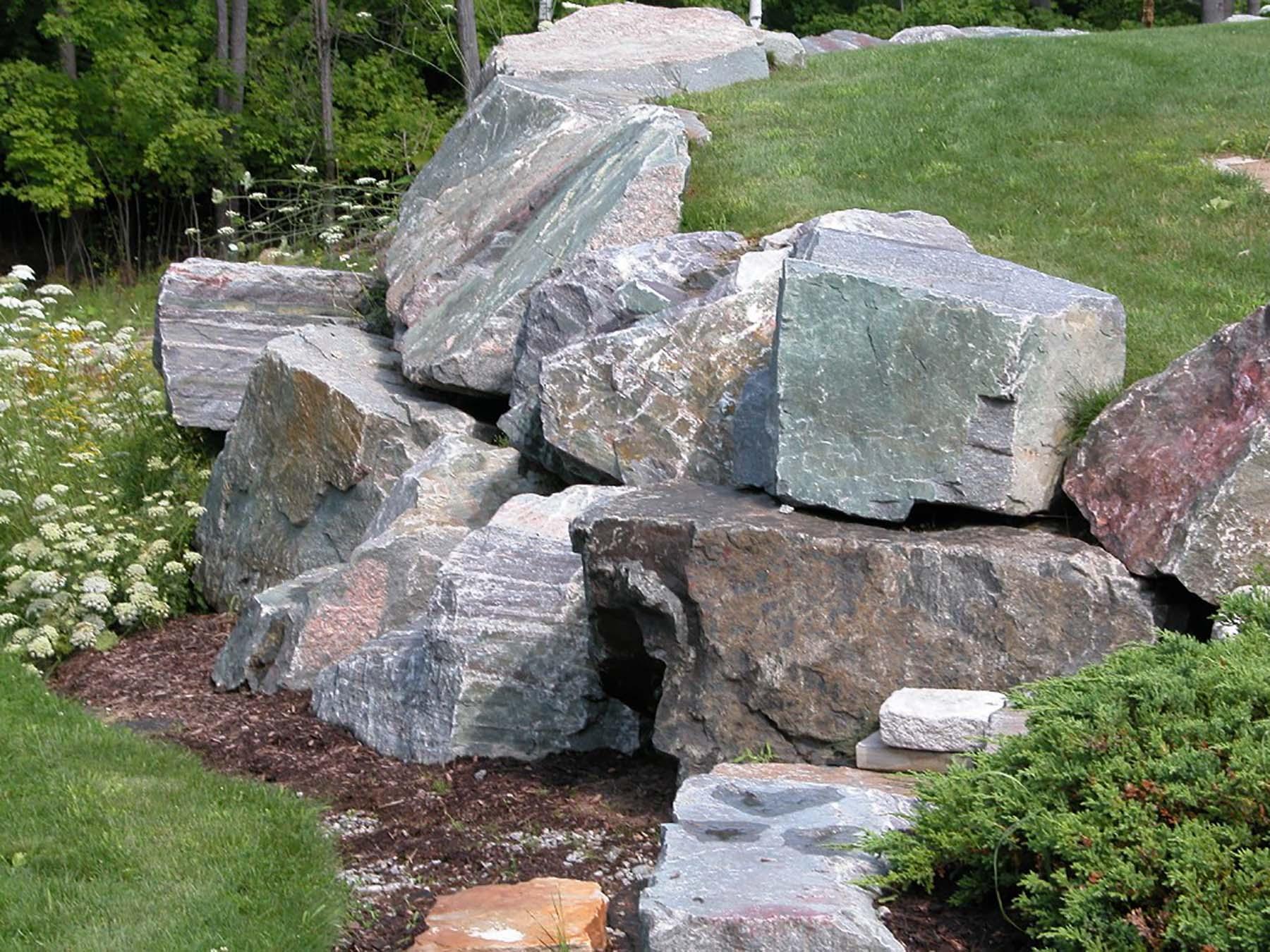 saratoga granite natural stone boulders outside