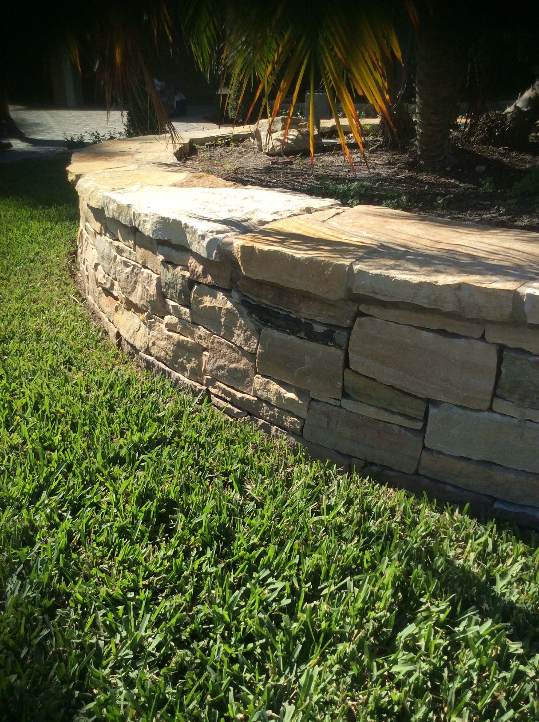 Garden with South Bay Quartzite natural building stone wall