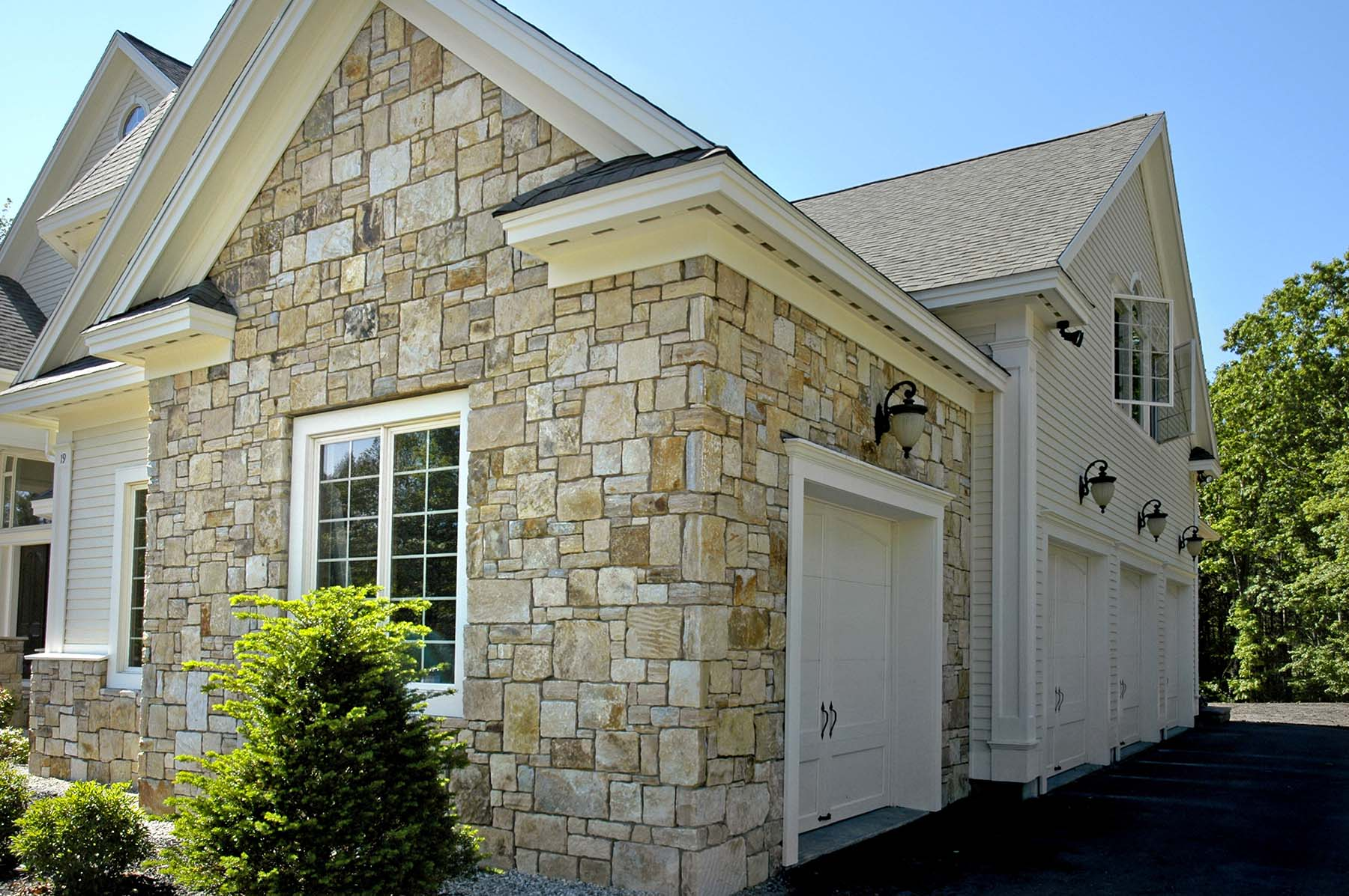 Residential Home with South Bay Quartzite natural building stone exterior