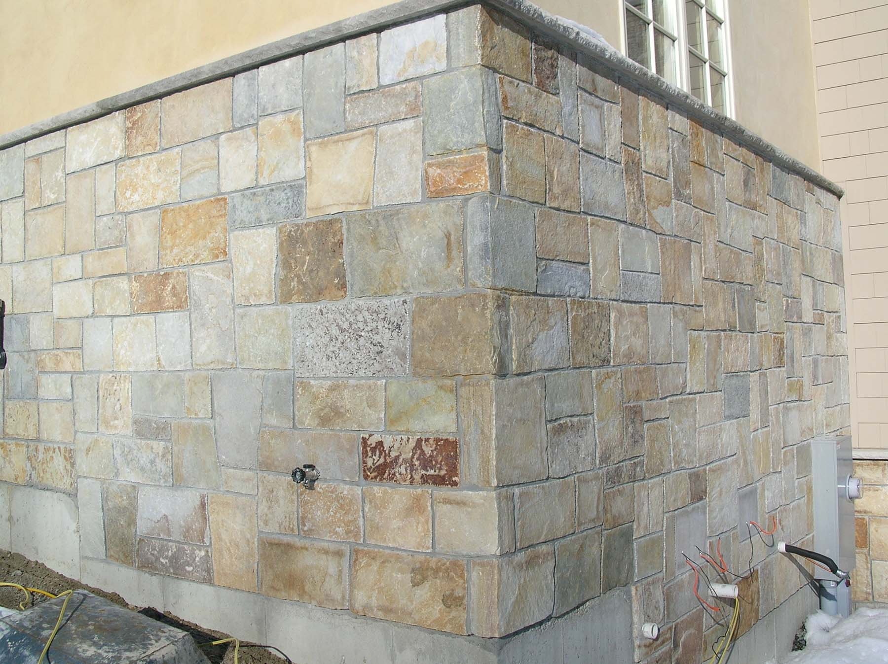 Close up of building wall with South Bay Quartzite natural building stone exterior